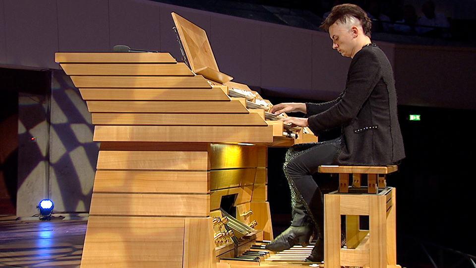 Cameron Carpenter an der Orgel der Berliner Philharmonie