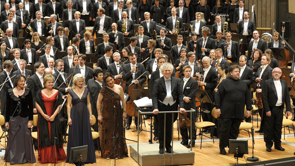 "Simon Rattle conducts Mahler's ""Symphony of a Thousand"""