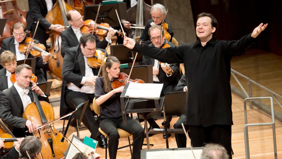 Andris Nelsons dirigiert Mozart, Wagner und Schostakowitsch